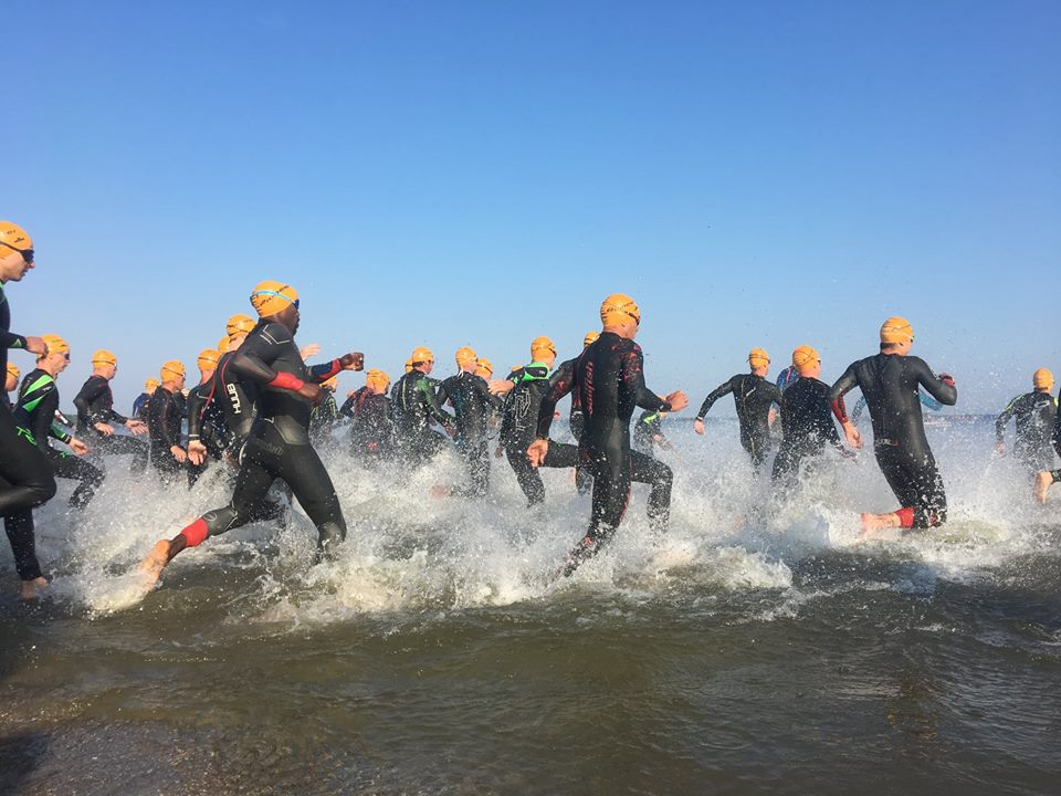 competitie - Start Almere Duin - UHTT verstevigt koppositie in teamcompetitie triathlon op Super Sunday - triathlon, Marco, Jorrit, competitie, Charles, Bart, 2018