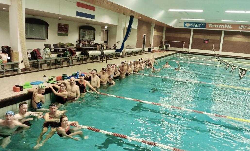 vereniging - UHTT zwemmen in zeist 1030x623 - Triathlon training in de herfst en winter bij UHTT: hoe doen we dat? - Zwemmen, winter, triathlon training, programma, MTB, Hardlopen, Fietsen